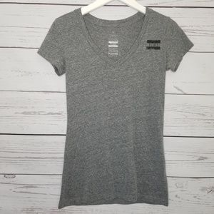 Toms | Graphic Logo V-Neck Short Sleeve Shirt
